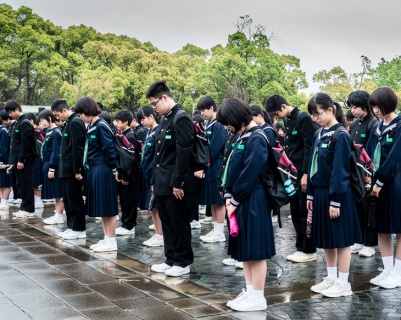 Students Pay Tribute to the Atomic Bomb Dead